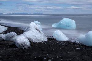GJ-21-northen-lights-exploration - GJ-21-Icebergs-on-the-beach.jpg