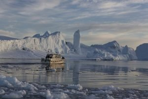 GJ-WGR-14AA-Greenland-winter-experience - GJ-WGR-14AA-Ilulissat-Winter-24-001.jpg - Image copyright by courtesy of Visit Greenland and their contracted photographers